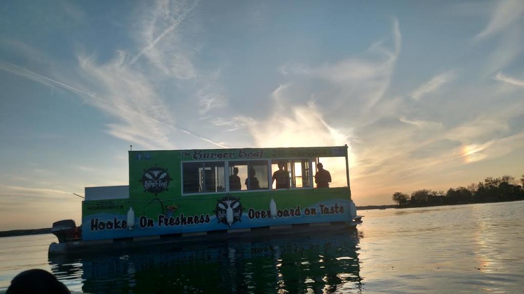 28 Pontoon Burger Boat Restaurant On Water Turnkey