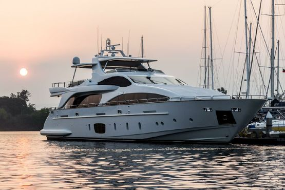 105' Azimut 2007 - 105 Grande - Super Yacht - 4 Staterooms