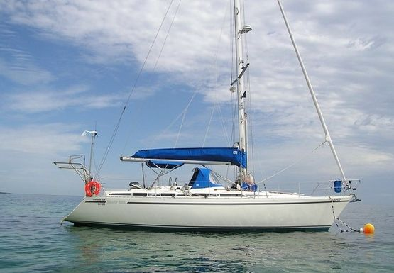 42' Moody 425 1991 - Center Cockpit Cruiser Sailing Yacht For Sale