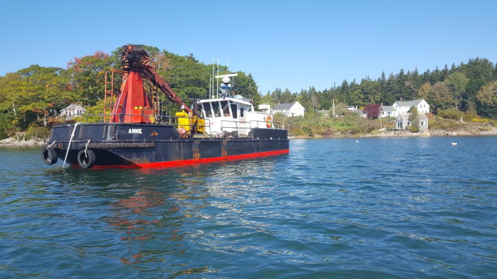 39' Custom Self Propelled Fuel Barge with Crane For Sale