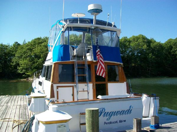 38' Bayliner Flybridge Motoryacht For Sale