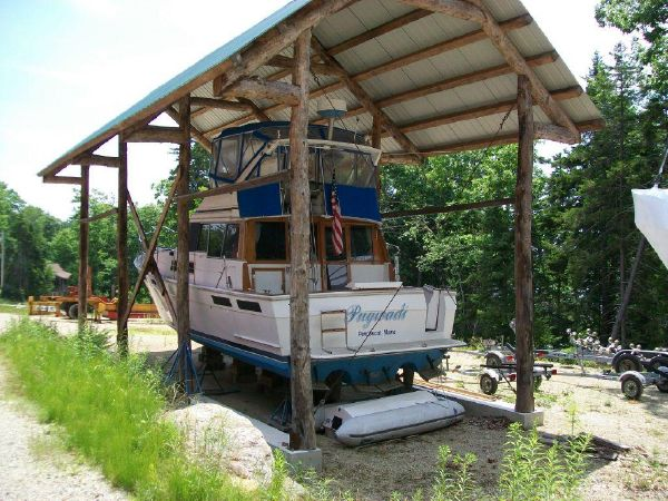 38' Bayliner Flybridge Motoryacht For Sale
