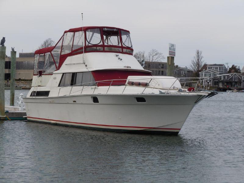 40' Silverton Aft Cabin Motor Yacht - Flybridge Cruiser