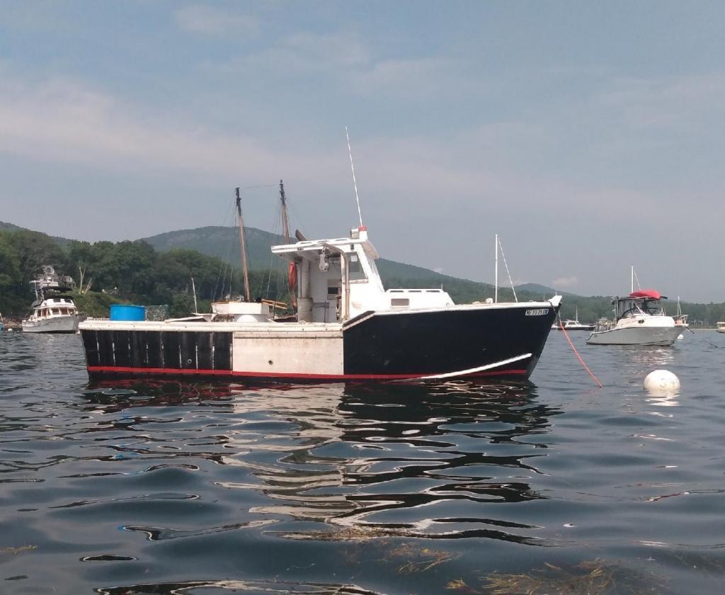 28' Lobster Boat 1970 Cedar on Oak - John Deere 130 HP